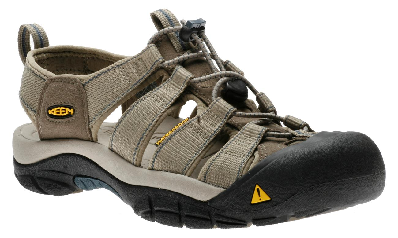 WE ARE ELM SHOES E.L.M. Shoes is a full service family shoe store located in Greencastle, Pennsylvania. We specialize in comfort footwear for the entire family for work, casual, and dress.